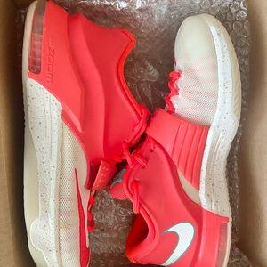 Nike KD 7 Egg Nog (size 10.5 Men's)